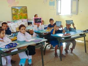 Eine Klasse in der lokalen Dorfschule von El Kharoua